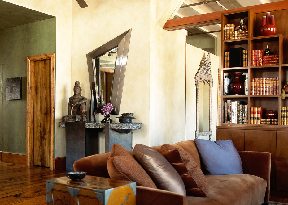 ROBB REPORT, Foyer